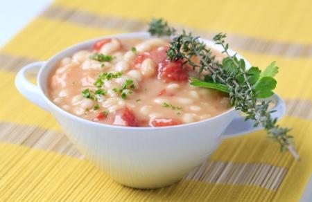 lima bean: Bowl of white bean stew