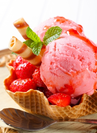 Ice cream with fresh strawberries in wafer bowl