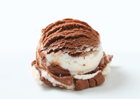 Kopeček vanilkové čokoládové zmrzliny