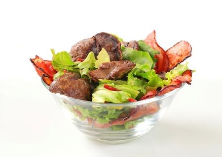 higado de pollo: Ensalada de pollo h�gado con tiras de tocino crujiente