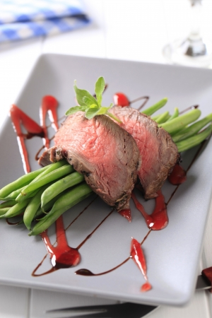 Slices of roast beef with string beans Stock Photo - 19039804