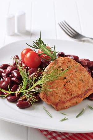 frijoles rojos: Marinado cerdo frito pan con frijoles rojos