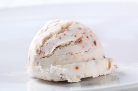 stracciatella: Scoop of stracciatella ice cream