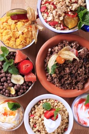 nutrici�n: Varios tipos de cereales para el desayuno - Puentes Foto de archivo