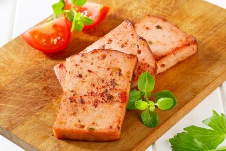 albondigas: Rebanadas de pan frito de pastel de carne al estilo alem�n