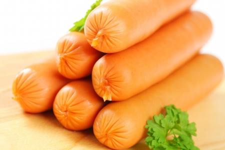 saucisse: Saucisses de Vienne sur planche ??uper Banque d'images