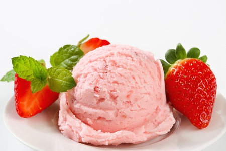 ice cream scoop: Scoop of ice cream with fresh strawberries