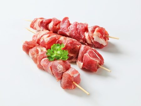 Raw pork skewers - studio shot Standard-Bild