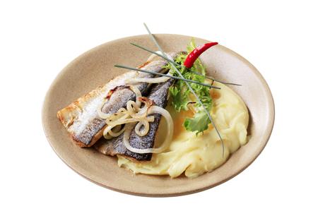 pan fried: Filetti di trota Pan fritto con pur� di patate