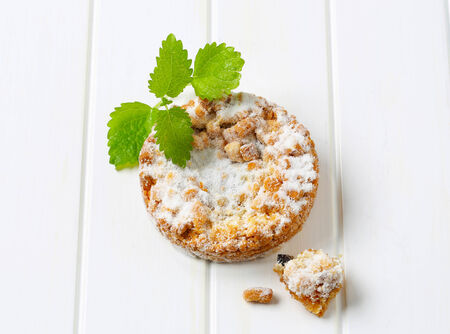apple crumble: Apple crumble cookie dusted with icing sugar