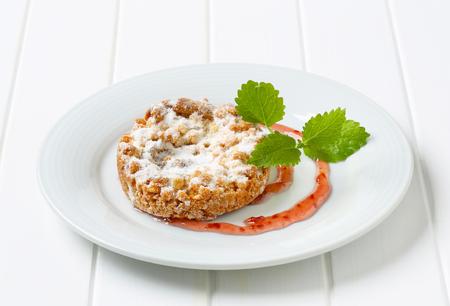 sucre glace: Pomme biscuit croustillant saupoudr� de sucre glace Banque d'images