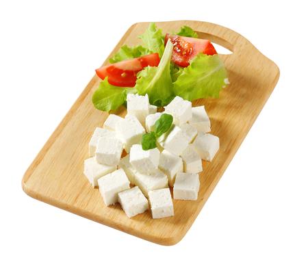 Blokjes feta kaas op een plaat