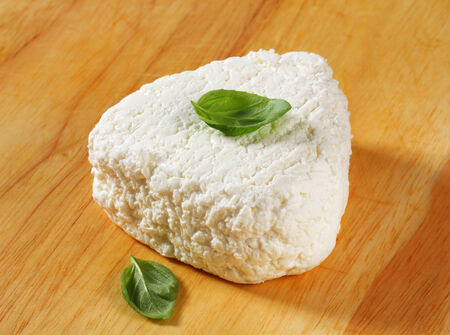 cottage cheese: Cottage cheese on cutting board