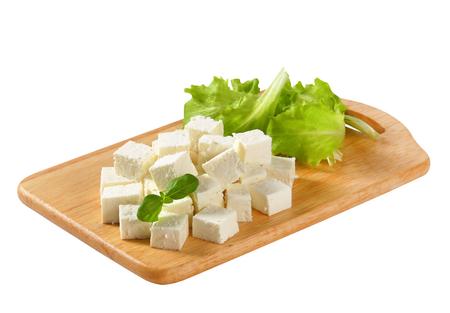 Blokjes feta kaas op een plaat Stockfoto