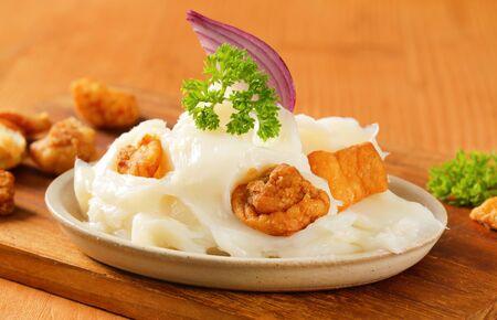 chicharrones: Carne de cerdo grasa para untar con chicharrones crujientes