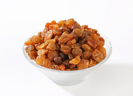 Bowl of raisins - studio shot Banque d'images