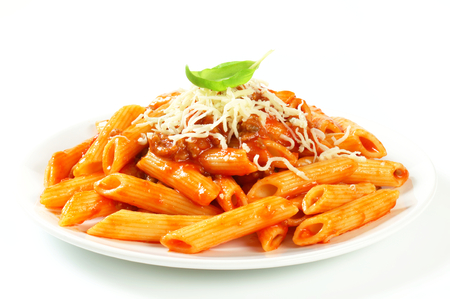 Penne pasta with meat-based tomato sauce and cheese Foto de archivo