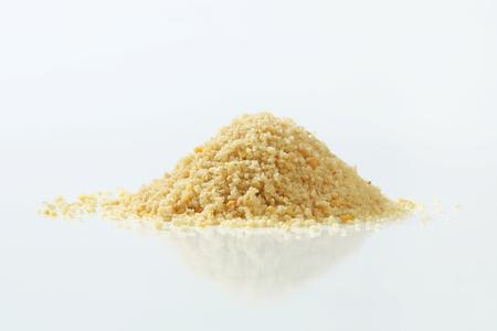 乾燥したパン粉の山