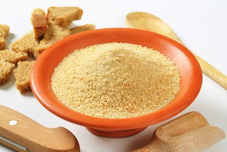 乾燥したパン粉のボウル 写真素材