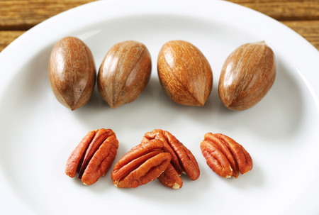 shelled: Fresh shelled and unshelled pecan nuts