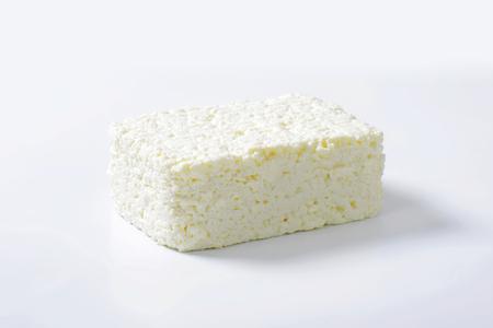 cottage cheese: Blocco di ricotta fresca Archivio Fotografico