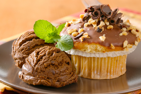 chocolate ice cream: Hazelnut muffin with scoops of chocolate ice-cream