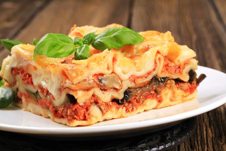접시에 맛있는 라자 냐의 부분