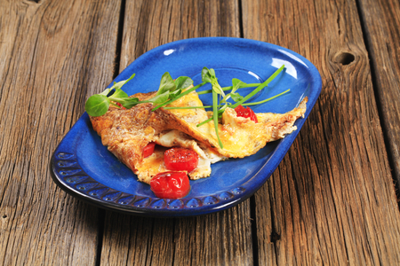 salad greens: Egg omelet with tomatoes and salad greens Stock Photo