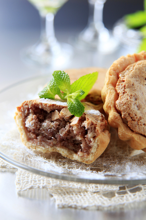 short crust pastry: Small tarts with nut filling