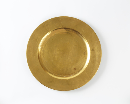 dinner plate: Round gold charger plate with wide rim