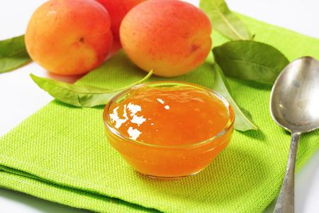 marillenmarmelade: Aprikosenmarmelade im Glassch�lchen