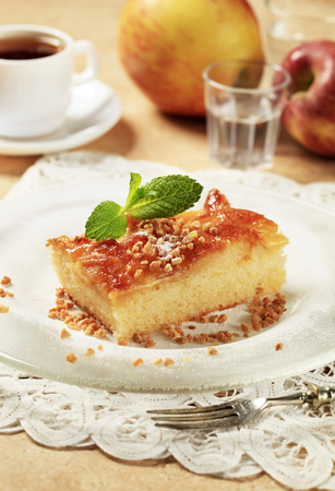 sponge cake: Piece of sponge cake topped with sliced apples