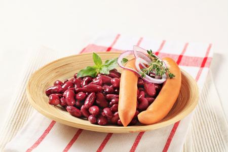 frijoles rojos: Simple plato de alubias rojas y salchichas Foto de archivo