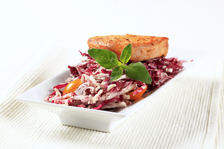 red cabbage: Marinated pork and fresh red cabbage salad