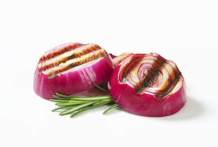 spanish onion: Grilled onion slices - studio shot