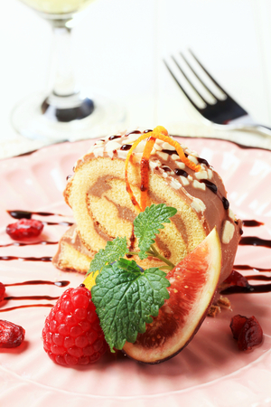 swiss roll: Slice of chocolate Swiss roll and fresh fruit