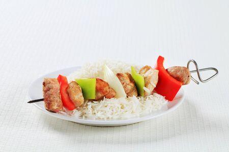 riso bianco: Shish kebab with white rice Archivio Fotografico