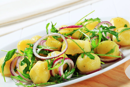 spanish onion: Potatoes with arugula and Spanish onion