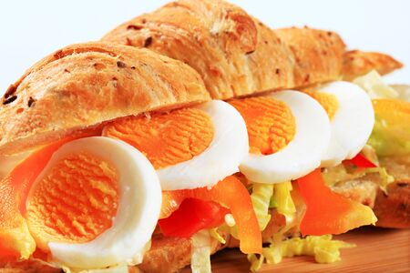 whole grain: Whole grain croissant with boiled egg, pepper and lettuce