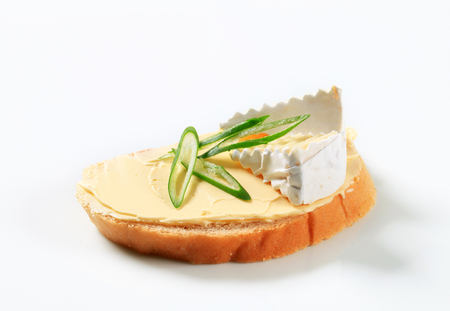 pain blanc: White bread with butter and cheese