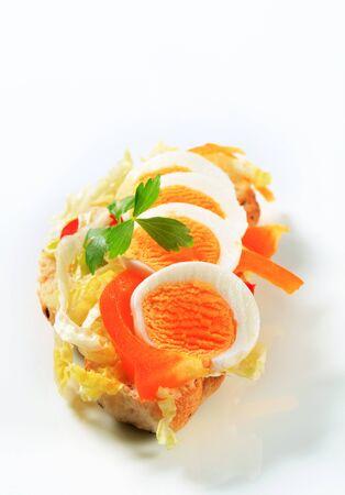 boiled egg: Crispy roll with boiled egg, pepper and lettuce