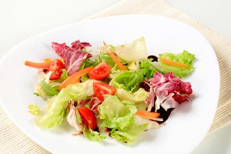 balsamic: Fresh vegetable salad with balsamic vinegar