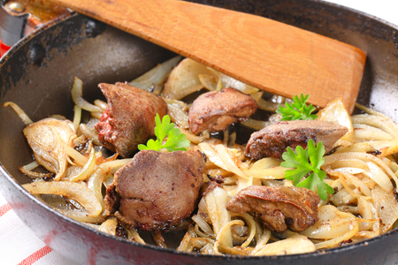 higado de pollo: Pan de hígado de pollo frito y cebolla