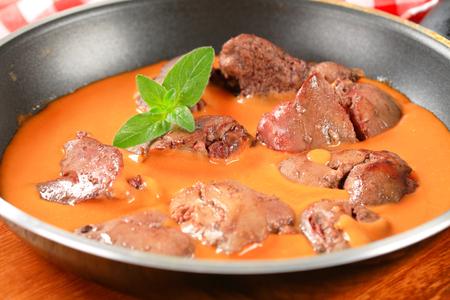 higado de pollo: H�gado de pollo con salsa de tomate