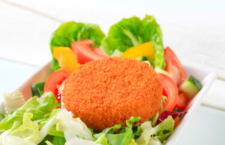 gronostaj: Fried cheese with fresh vegetable salad