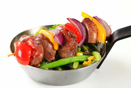 spanish onion: Liver skewer with green beans in a pan
