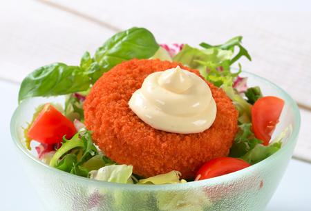 gronostaj: Fried cheese with fresh vegetable salad and mayonnaise Zdjęcie Seryjne