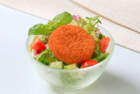 gronostaj: Fried breaded cheese with green salad