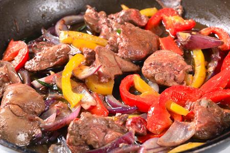 higado de pollo: Salteado de hígado de pollo y pimiento