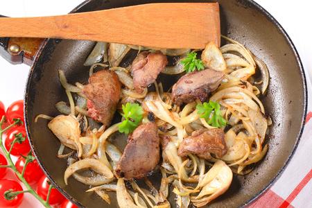 higado de pollo: Pan de h�gado de pollo frito y cebolla